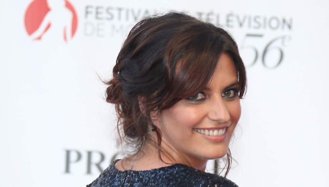 Laetitia Milot: nuque dégagée avec une coiffure bohème