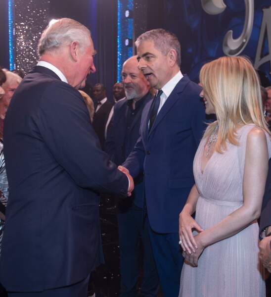 Le prince Charles et Kylie Minogue, après le spectacle We are not amused, à Londres, le 12 novembre 2018