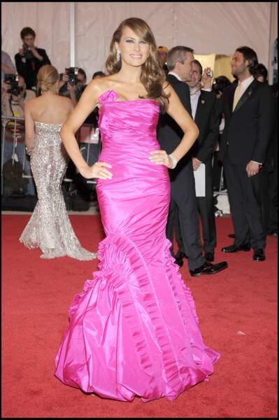 Melania Trump lors du Met Gala à New York, le 5 mai 2008, vêtue d'une robe sirène rose.