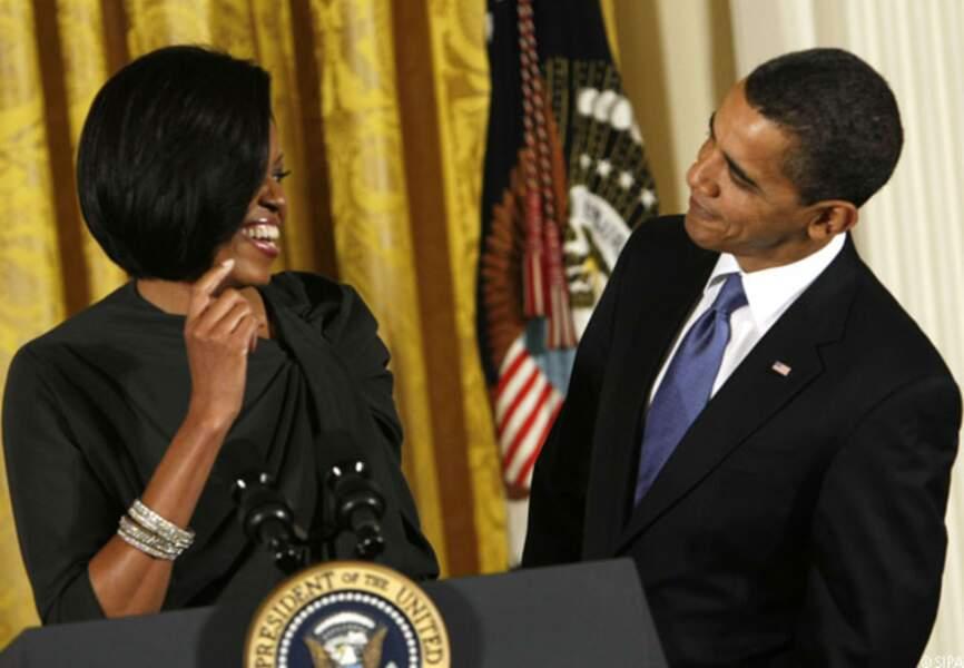 Michelle demande à Barack de le regarder dans les yeux pendant la cérémonie d'hommage aux femmes du monde entier po