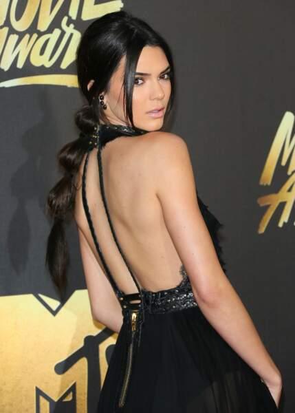 Une queue-de-cheval bulle comme Kendall Jenner