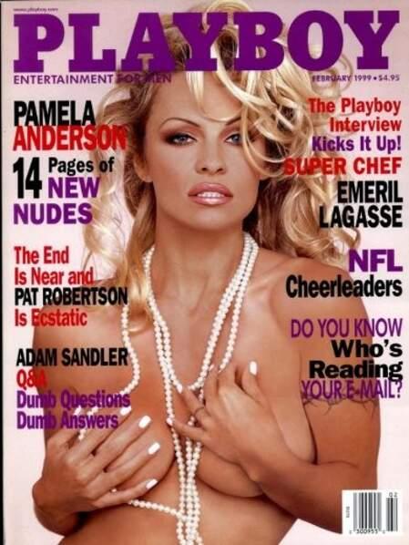 En 1999, Pamela Anderson n'a pas froid aux yeux et s'habille d'un simple collier