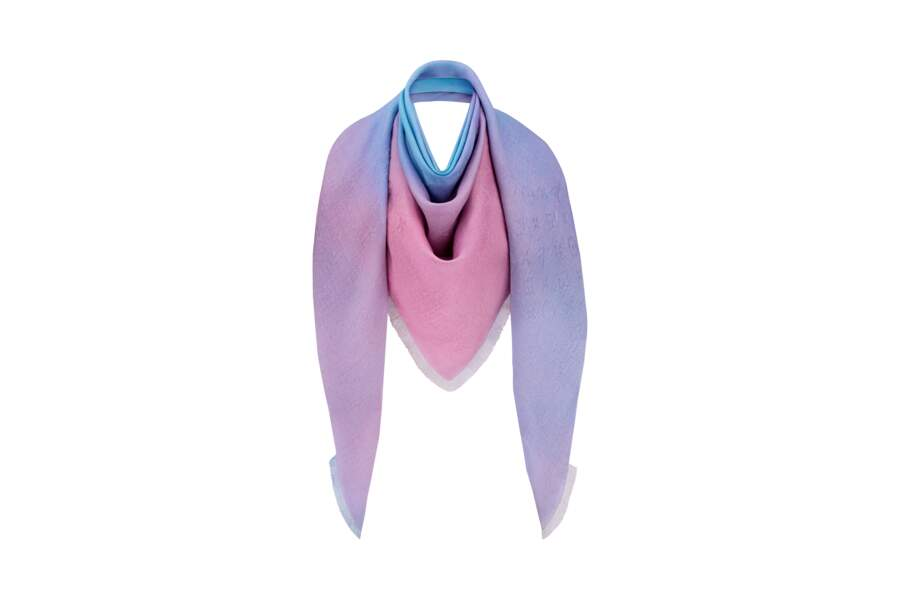 Autour du cou comme un chèche, une valeur sure ! Châle, 750 €, Louis Vuitton x Axel Israel.