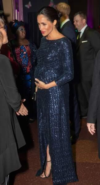 Meghan Markle sublime en robe scintillante Roland Mouret qui s'inspire d'une robe portée par Lady Di