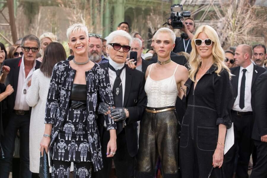 Katy Perry, Karl Lagerfeld, Cara Delevingne et Claudia Schiffer au défilé Chanel au Grand Palais en 2017