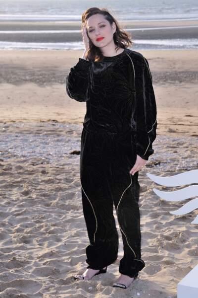 Marion Cotillard, bouche fatale avant le photocall du festival de Cabourg