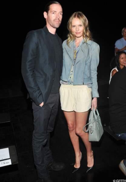 Kate Boworth et son fiancé Michael Polish très unis lors du défilé Theyken's Theory