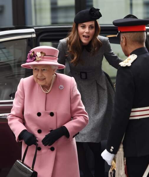 """Kate Middleton et Elizabeth II inaugurent la ré-ouverture de la """"Bush House"""" à Londres le 19 mars 2019"""