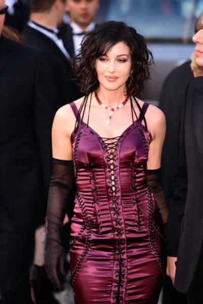 Pour la 56e cérémonie de Cannes, c'est un look glam rock qu'arbore la star, Monica Bellucci, en 2003