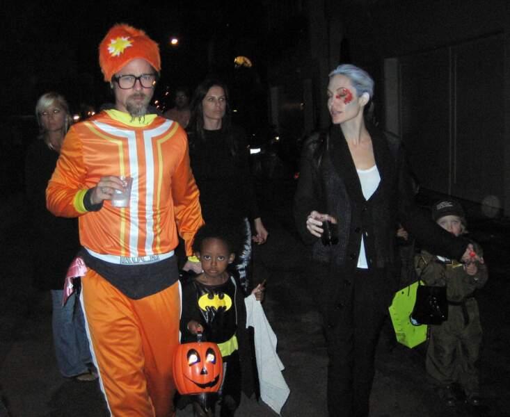 Brad Pitt, Angelina Jolie et leurs enfants fêtent Halloween à Los Angeles en 2009
