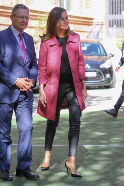 La reine Letizia d'Espagne craque pour une veste punchy rose.