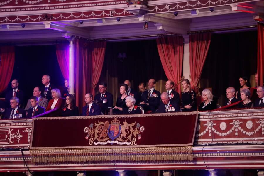 La famille royale assiste à un concert commémorant l'armistice de 1918.