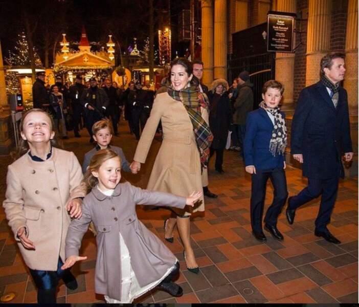 Mary et Frederik de Danemark avec leurs quatre enfants