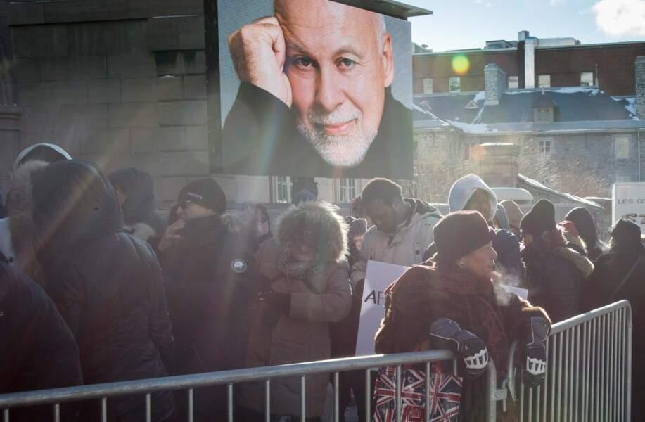 La foule est nombreuse pour le dernier hommage à René