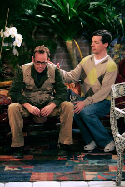 "Luke Perry et Sean Hayes dans la série ""Will and Grace"" en 2005"