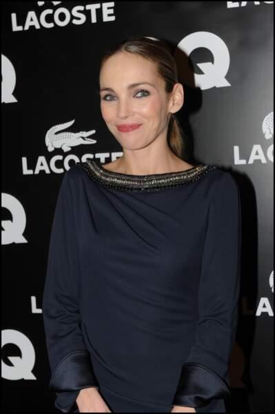 """Claire Keim, tout en sobriété, avec une queue de cheval lisse lors de l'élection de """"l'homme de l'année GQ"""" en 2011"""