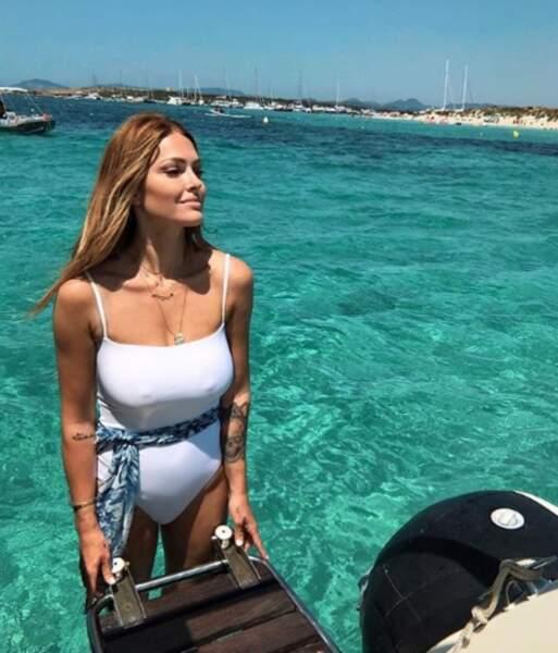 Caroline Receveur sublime dans un maillot une-pièce blanc... de sa propre marque, Recc Paris