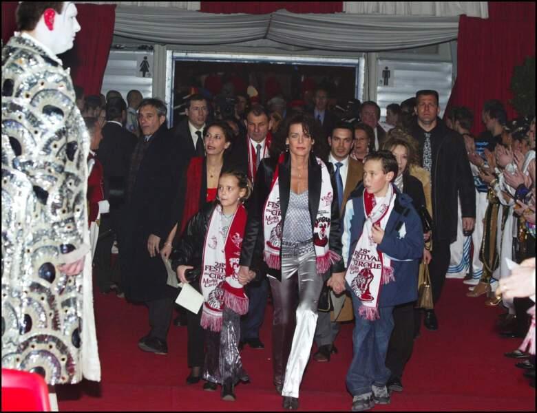Stéphanie, avec Pauline et Louis lors du Festival du Cirque de Monte Carlo, le 17 janvier 2004