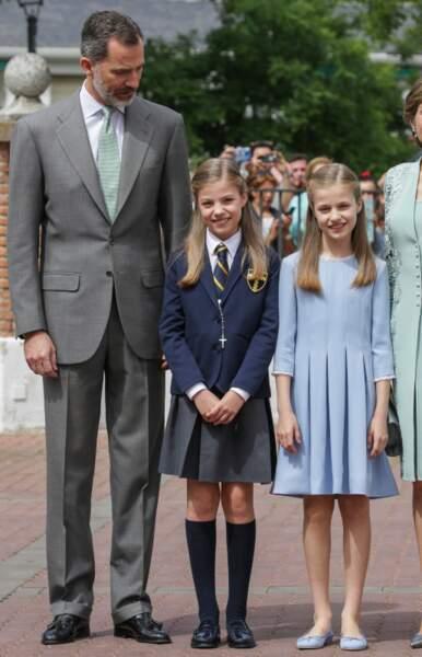 La première communion de de la Princesse Sofia accompagnée par son père et sa soeur