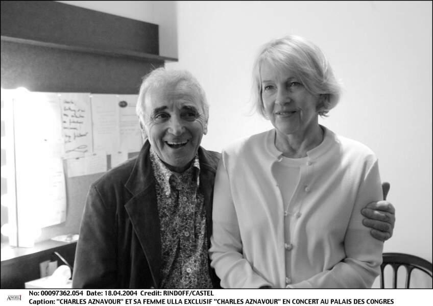 Charles Aznavour et sa femme Ulla au Palais des Congrès en 2004