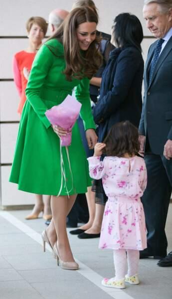 Choix du color block déjà tenté par Kate Middleton, en Australie, en 2014.