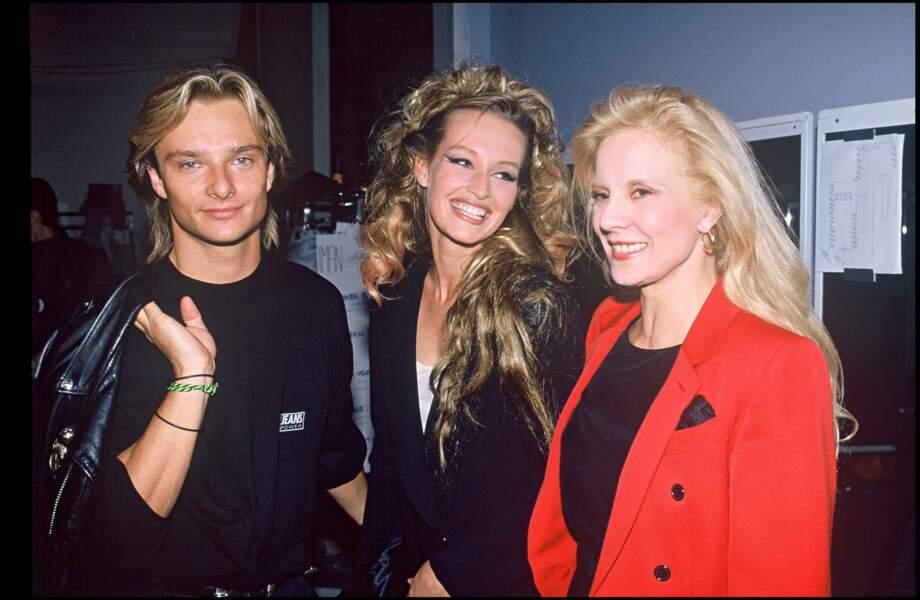 David Hallyday, Estelle Lefebure et Sylvie Vartan lors d'un défilé de mode en 1990