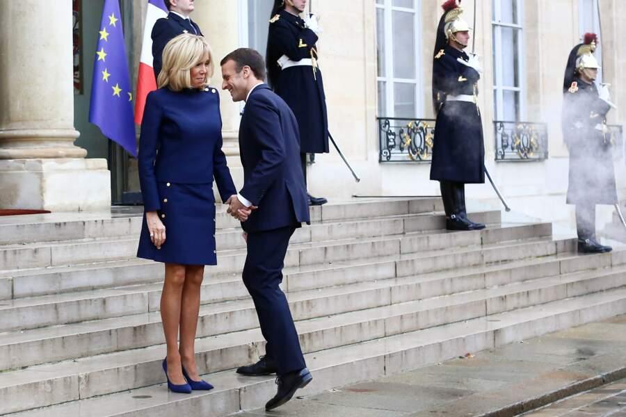 Brigitte Macron et Emmanuel Macron en bleu et assortis