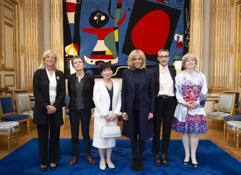 Brigitte Macron, avec les 5 lauréates du Prix International L'Oréal-Unesco, à l'Elysée, le 11 mars 2019