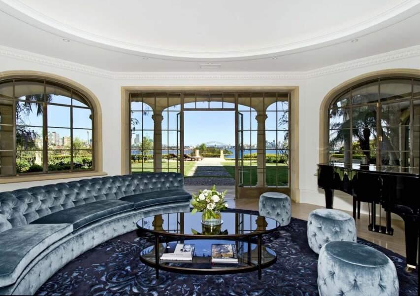L'un des salons et sa vue sur le jardin de la demeure de Meghan Markle et du prince Harry en Australie