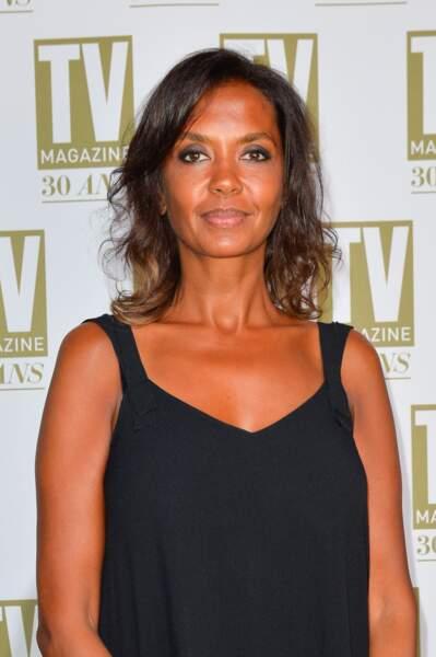 2017 : cheveux légèrement dégradés, peau caramel, Karine Le Marchand a 49 ans et en paraît toujours dix de moins