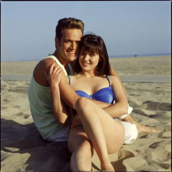 "Luke Perry (alias Dylan McKay) et Shannen Doherty (Brenda Walsh) dans la série ""Beverly Hills"""