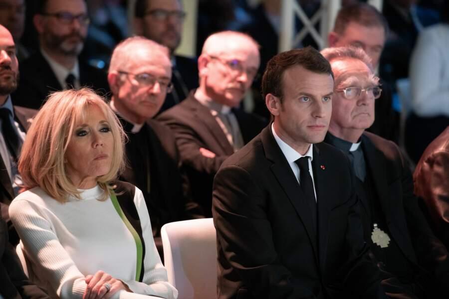 Brigitte Macron au collège des Bernardins pour le discours de son mari, en pull blanc, vert et noir