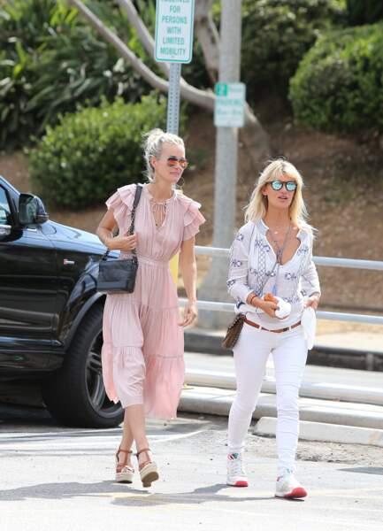 Laeticia Hallyday et Isabelle Camus se baladent dans les rues de Malibu le 26 mai 2018