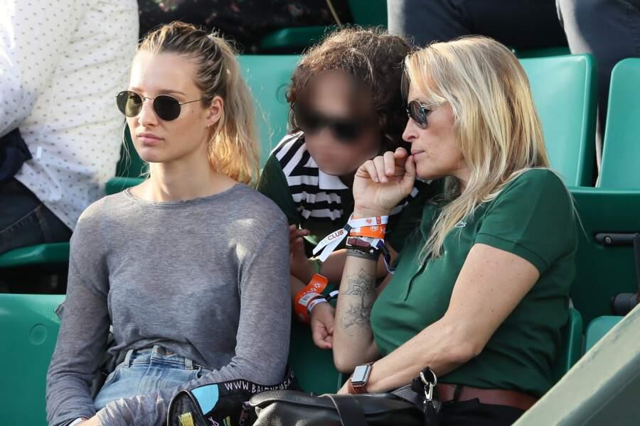 Estelle Lefébure est venue à Roland-Garros en compagnie de ses enfants Ilona Smet et Giuliano Ramette