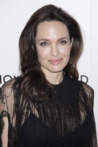 Un brushing souple et volumineux comme Angelina Jolie