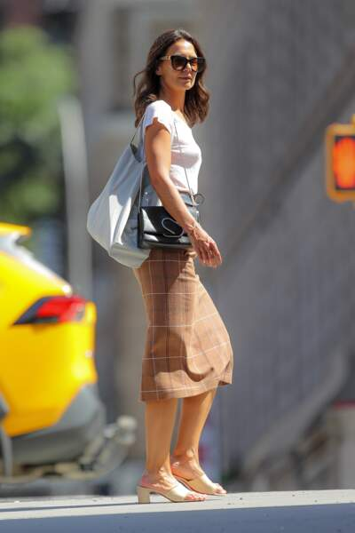 Katie Holmes, en jupe midi, se balade dans les rues de New York, le 30 août 2019