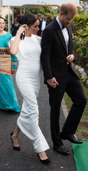 Meghan Markle : sa robe blanche  Theiaet longue parfaite pour cet été 2020.