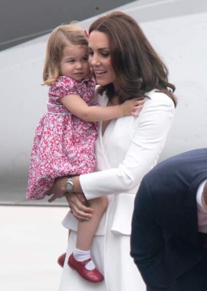 La princesse Charlotte porte de nombreuses babies dont une paire qui a appartenu au prince Harry