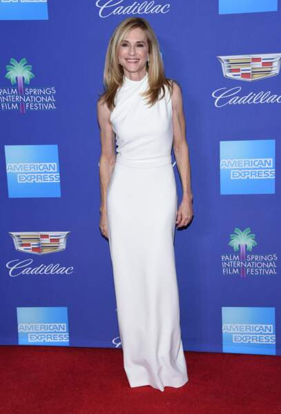 Holly Hunter sublime dans une longue robe blanche Christian Siriano