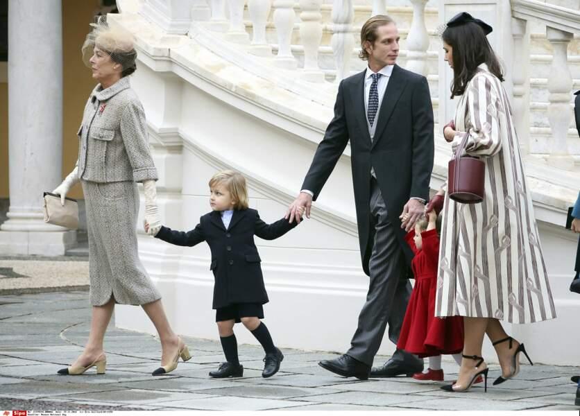 Puisque ses parents sont accaparés par sa soeur, Sacha se tourne vers sa grand-mère, Caroline