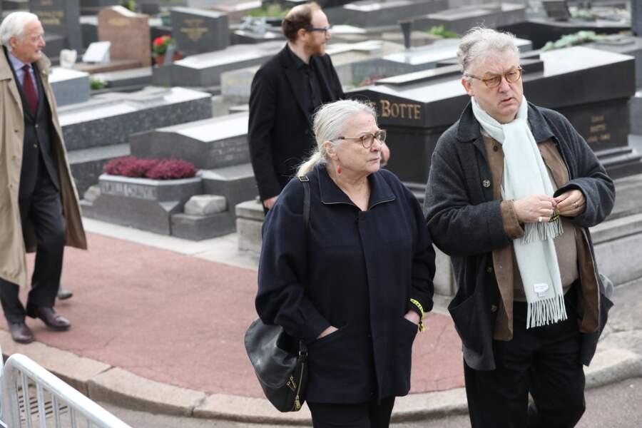 Josiane Balasko et Dominique Besnehard lors des obsèques de Véronique Colucci