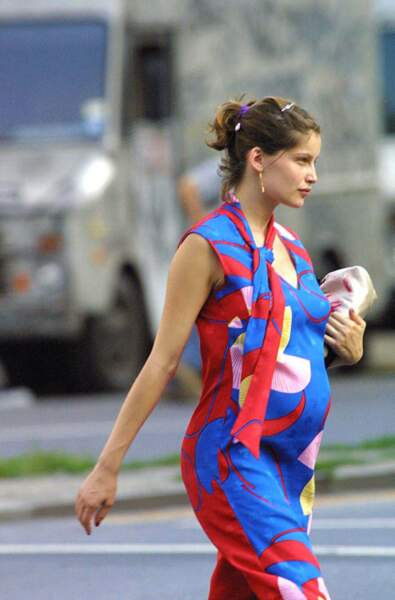 Laetitia Casta enceinte à New York en 2001