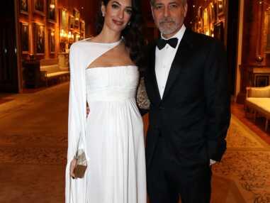 PHOTOS - Amal Clooney sublime en robe blanche immaculée pour un dîner à  Buckingham Palace