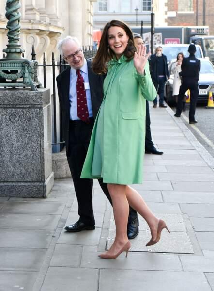 Kate Middleton affiche un magnifique baby-bump à quelques semaines de son accouchement