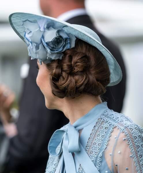 Kate Middleton arbore un chignon de côté qui vaut le détour, parfait pour un mariage