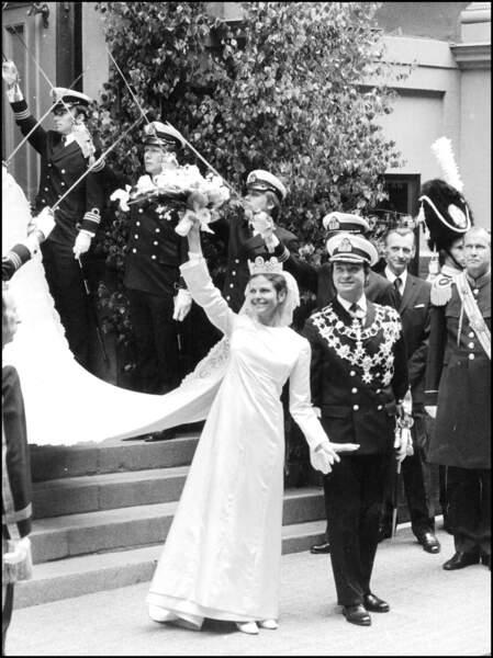 Charles Gustave de Suède et Silvia Sommerlath (en robe Christian Dior) lors de leur mariage le 29 juin 1976