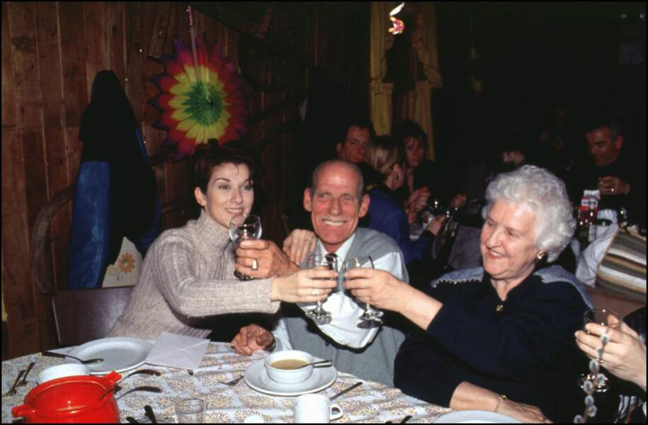 Celine Dion et ses parents Adhémar et Thérèse en mars 1995 à Montréal