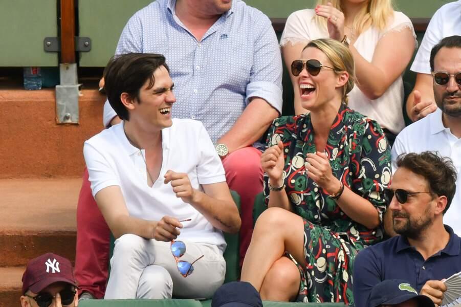 Kiera Chaplin et Alain Fabien Delon dans les tribunes de Roland Garros