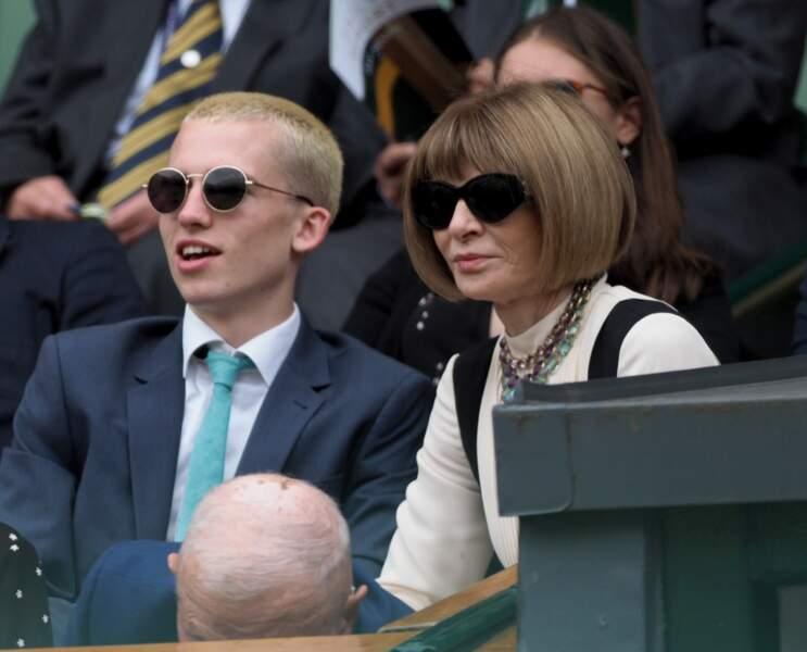 La papesse de la mode, Anna Wintour, a profité du match à Wimbledon juste après la semaine de la Haute Couture.