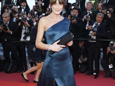 PHOTOS - Cannes 2019 : Carla Bruni somptueuse sur le tapis rouge en robe fendue et asymétrique